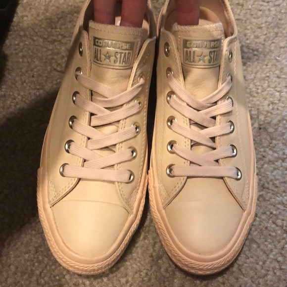 ab1c15a0a57bb2 Brand new NUDE leather converse with gold